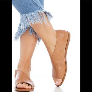 1. State Celvin Slip On Sandal 8FYs7M